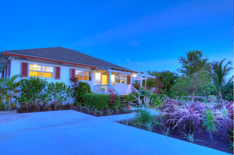 Welcome to Birdsong! A lush tropical landscape with peaceful surroundings. - Beautiful Island Cottage sleeps 8! Opposite Ocean! - Nassau - rentals