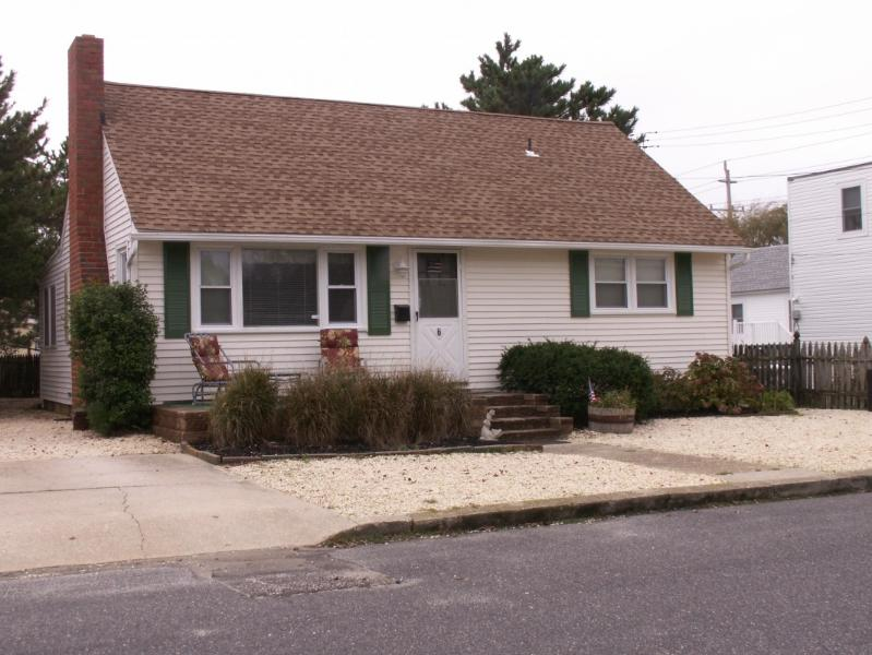Front  View - Pet friendly, LBI Ocean Cape, 6th from Beach - Beach Haven - rentals