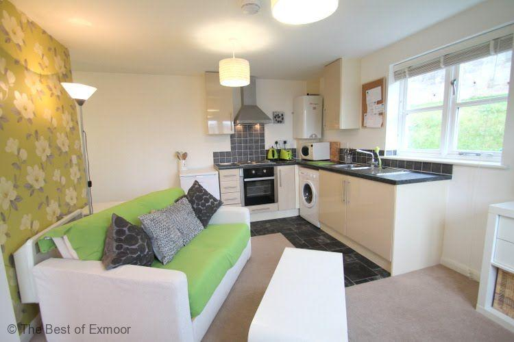 Lorna Doone Apartment, Watchet - Sleeps 2 - just 5 mins walk from harbour and cafes - Image 1 - Watchet - rentals