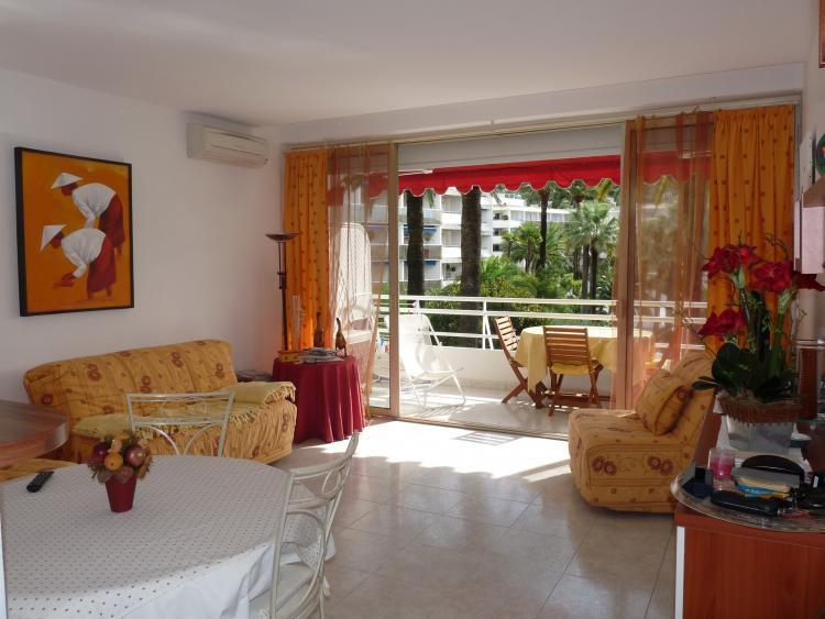 Montfleury 1 Bedroom Apartment with a Terrace, Cannes - Image 1 - Cannes - rentals