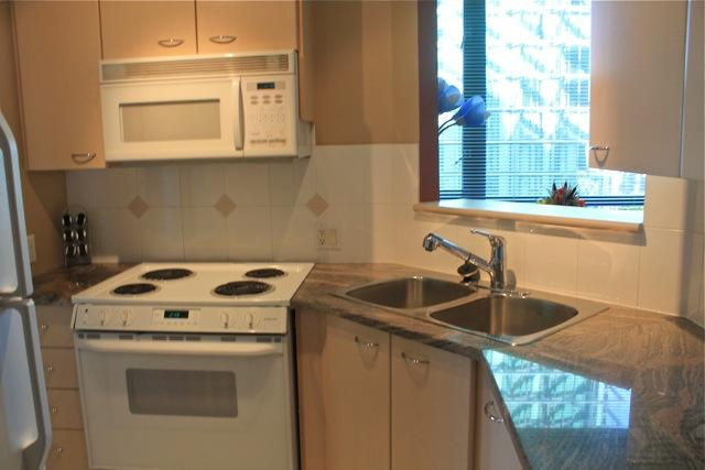 Kitchen - Coal Harbour One bedroom with Office - Vancouver - rentals