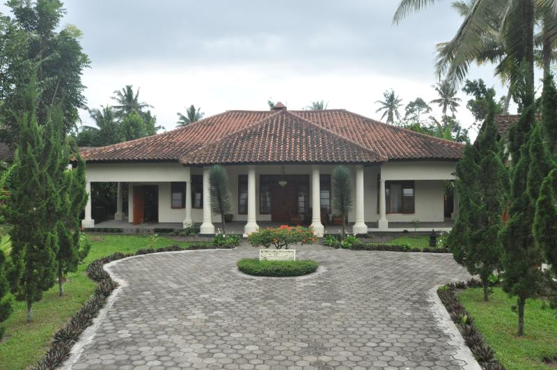 Entree / Enterance  Villa Bugis - Villa Bugis uw vakantiehuis op Oost Java 295km van Denpasar Bali. - Kalibaru - rentals