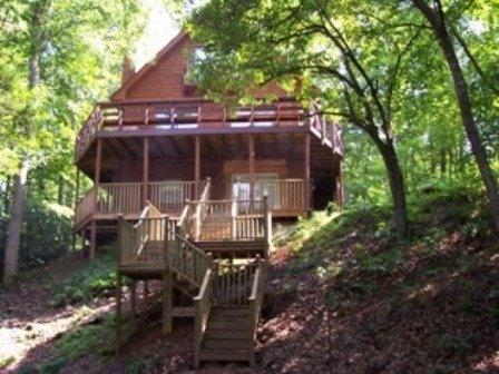 """Creek's Song Cabin - Hear the creek """"sing"""" on this 1 1/2 acres - Blairsville - rentals"""