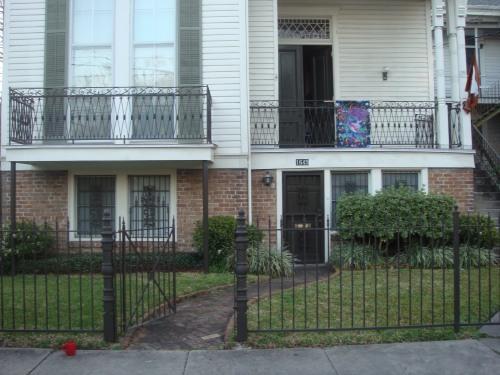 Front yard /door - New Orleans Vacation Getaway - New Orleans - rentals