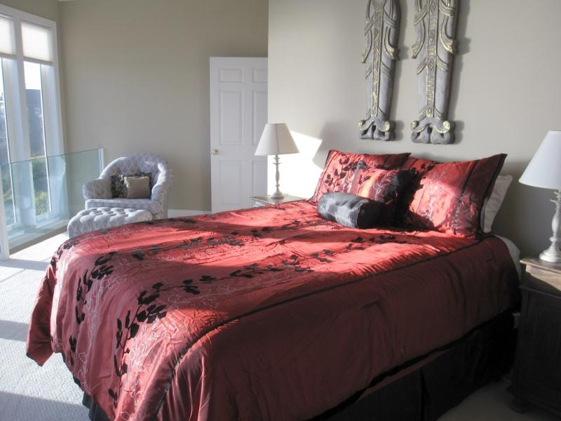 Master Bedroom Suite - Seascape...fabulous Ocean Views from every room! - Oceanside - rentals