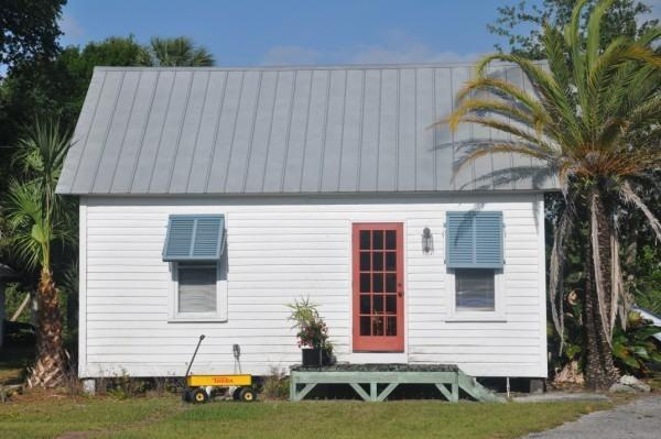 Small Cottage Studio - Image 1 - Fort Pierce - rentals