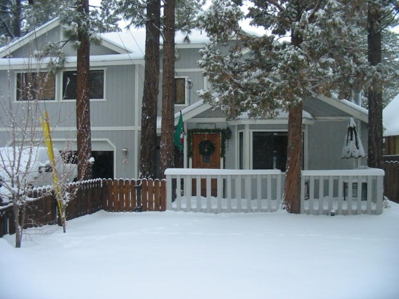 FRONT OF PROPERTY AND SMALL WOOD DECK - GREAT GUEST REVIEWS! GREAT LOCATION! GREAT PRICES! - Big Bear Lake - rentals
