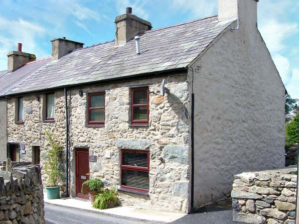 CHARLIE'S COTTAGE, pet-friendly cottage in Snowdonia foothills, multi-fuel stove, WiFi, Rachub Ref 1814 - Image 1 - Tregarth - rentals