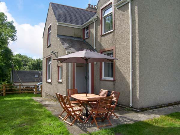 QUARRY BANK, WiFi, open fire, pets welcome, tradtional cottage near Benllech, Ref. 914609 - Image 1 - Benllech - rentals