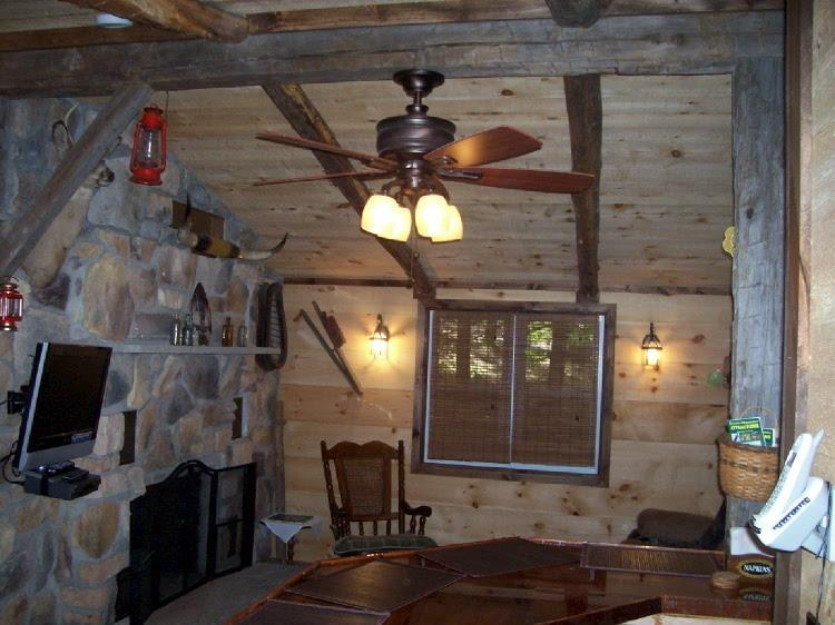 Vacation Logged Cabin with hot tub and fireplace - Image 1 - Kunkletown - rentals