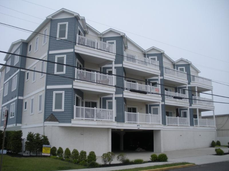 Condo building - 3 bedroom 2 bath Condo with Pool; 1 Block to Beach - Wildwood Crest - rentals