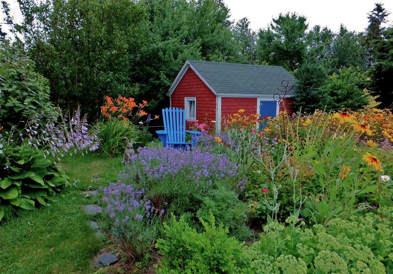 The July garden, adjacent to the house. Outbuilding in background. - Best kayaking cycling or painting in Nova Scotia - Lunenburg - rentals
