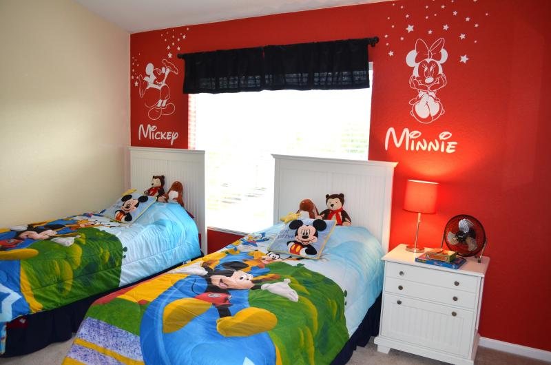 Disney-Themed Room for the young, and young-at-heart! - WINDSOR HILLS - FAMILY FUN in STYLE & COMFORT! - Kissimmee - rentals