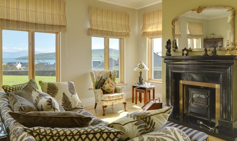 Sitting room overlooking Dingle Bay - Dingle Bay Villa - Dingle - rentals
