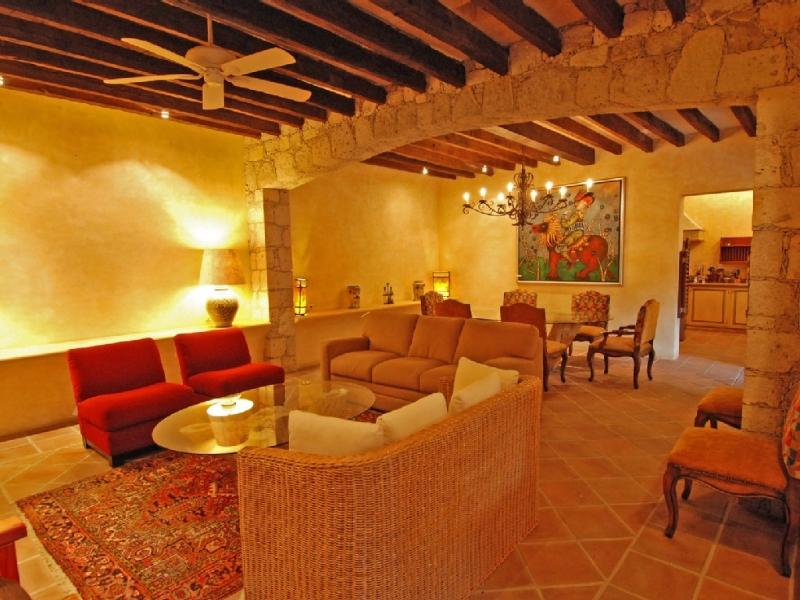 Living and dining room - GORGEOUS SLEEPS 6 WITH BEDOUIN TENT, FIREPLACE - San Miguel de Allende - rentals