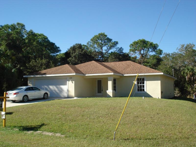 Elegant Delux home on a quit street 3/2 +library - Image 1 - Port Charlotte - rentals