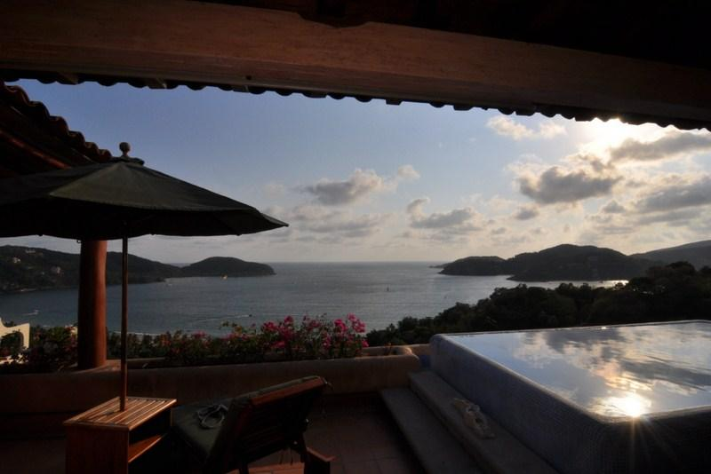 Amazing views of the bay - 3000 sq/ft+ LUXURY PENTHOUSE - from $270 p/n!! - Zihuatanejo - rentals