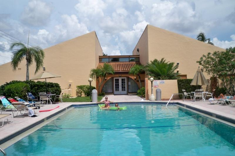 Fort Myers SUNsational 1st floor condo rental - Image 1 - Fort Myers - rentals
