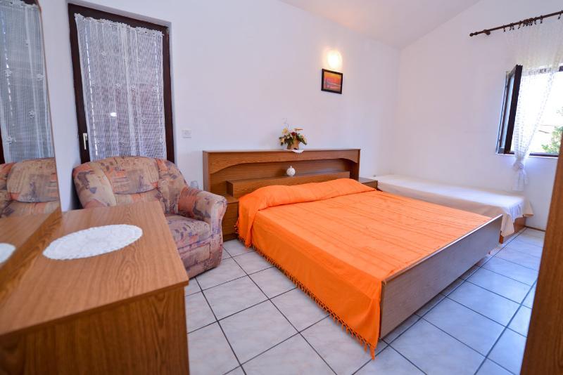 Apartment in Novalja for 5pax - Cola V2 (3+2) - Image 1 - Novalja - rentals