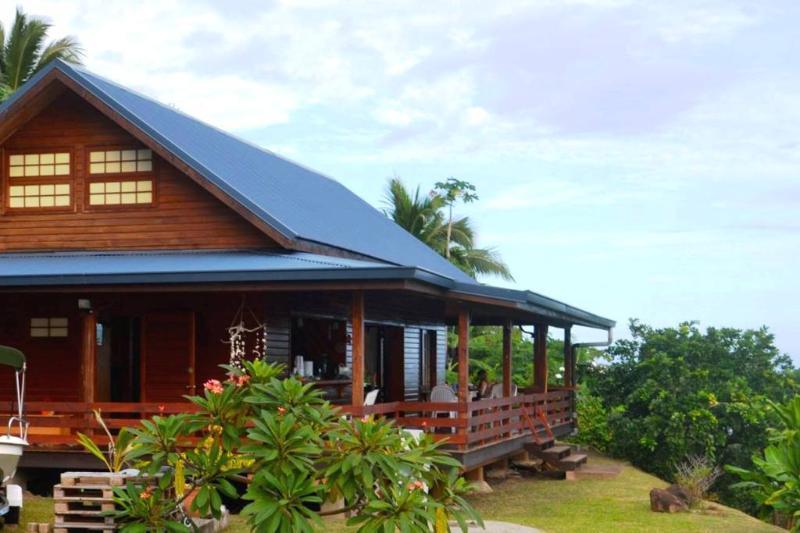House Horue - Moorea - mountain side wooden house - Image 1 - Haapiti - rentals