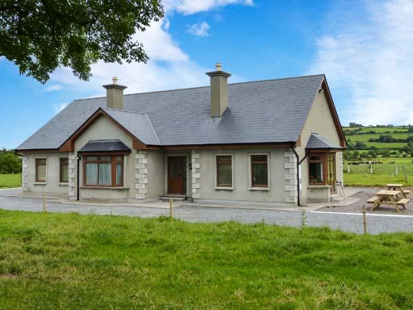 STEPHEN'S COTTAGE, en-suite facilities, ground floor accommodation, open fire, Ref 914549 - Image 1 - Killorglin - rentals