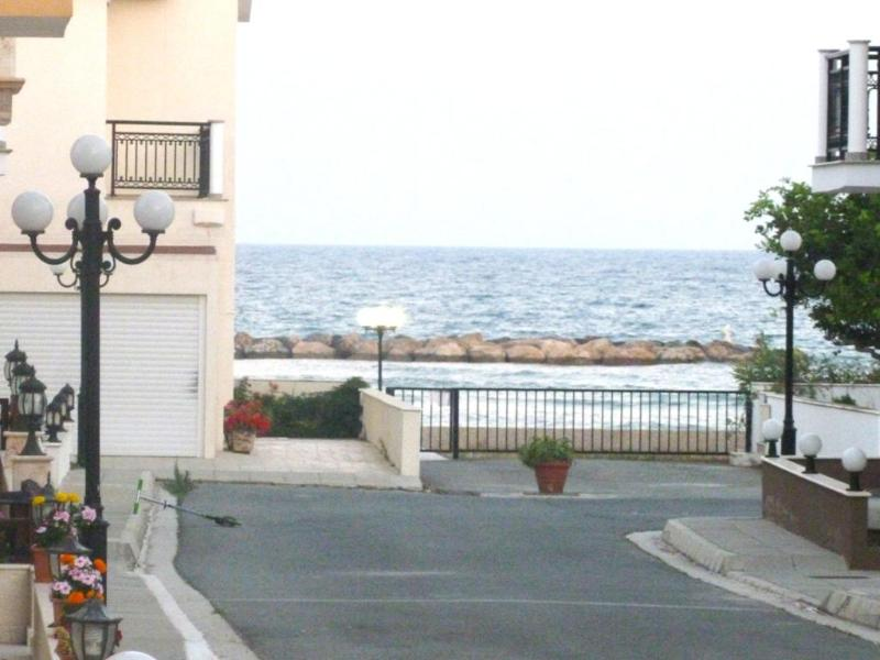 3 bedroom Side View Villa Beach Oroklini Larnaca - Image 1 - Oroklini - rentals