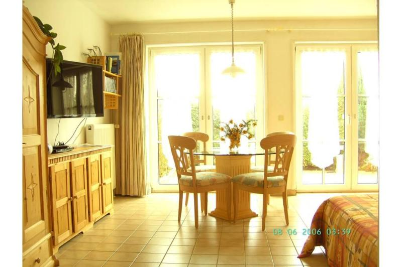 Vacation Apartment in Schwerin - 377 sqft, a perfect base to discover the northern part of Germany (#… #2329 - Vacation Apartment in Schwerin - 377 sqft, a perfect base to discover the northern part of Germany (#… - Schwerin - rentals