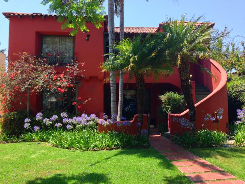 Jazz Age Spanish Revival complex - Vintage Hollywood Hideaway Near West Hollywood - Los Angeles - rentals
