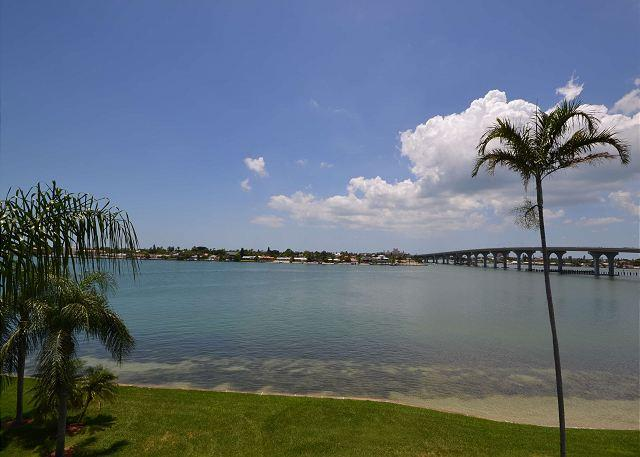 Bahia Vista 10-430  Immaculate Bay Front condo with 3 flat screen TV's & DVR! - Image 1 - Saint Petersburg - rentals