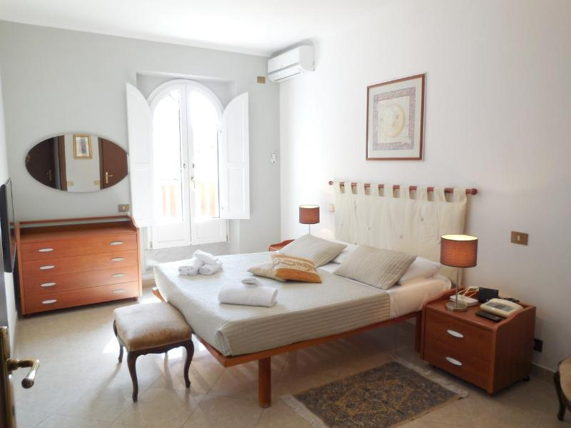 Rome, 100 meter from Spanish Steps, 2 BR, A/C,WIFi - Image 1 - Rome - rentals