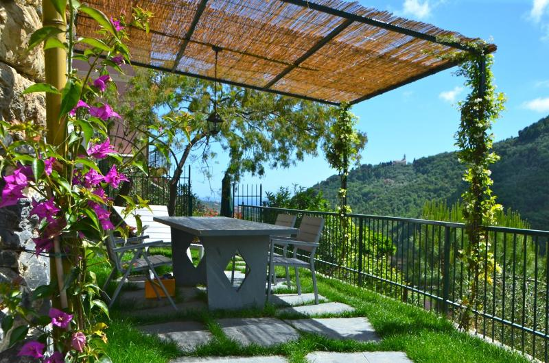 Shaded Private Garden with table, chairs and sunbeds - Attic Fantastic View near Portofino Cinque Terre - Leivi - rentals