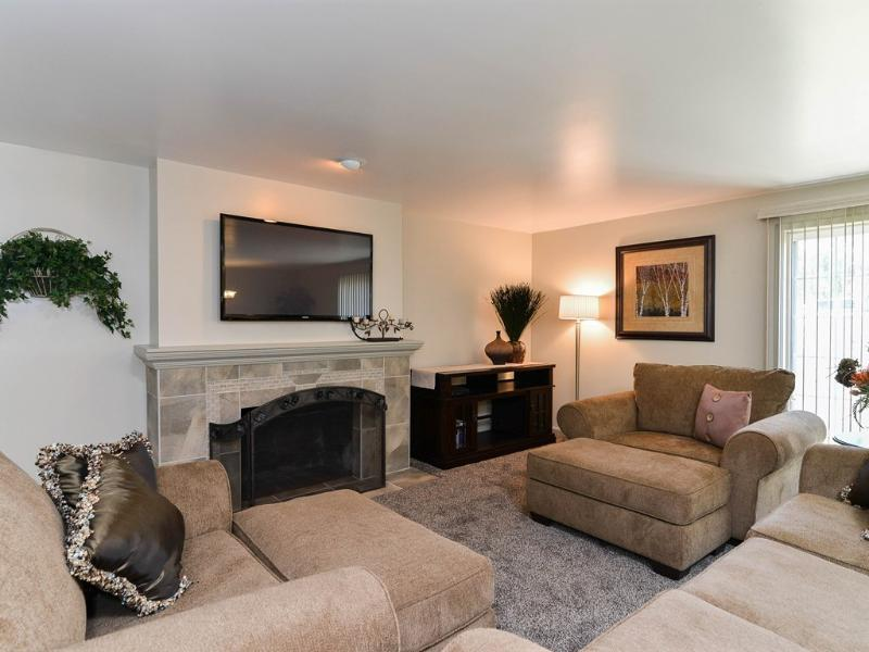 Family room with flatscreen TV and comfortable sofas - Millcreek Home Near Skiing & Convention Center - Salt Lake City - rentals
