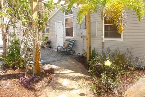 Front Entrance - The Kissing Fish Cottage - Fort Myers Beach - rentals