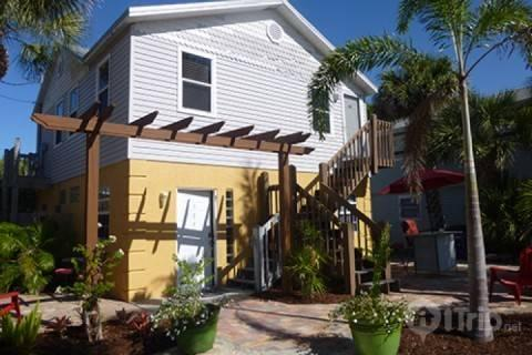 Front of Bungalows (upper and lower) - The Sailfish Beach Cottage - Fort Myers Beach - rentals