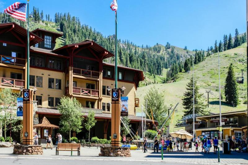 Great amenities including year-round outdoor pool & hot tub - Image 1 - Olympic Valley - rentals