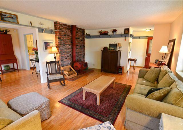Trinidad Village Retreat - Great Sunroom and Patio - Walk to All - Image 1 - Trinidad - rentals