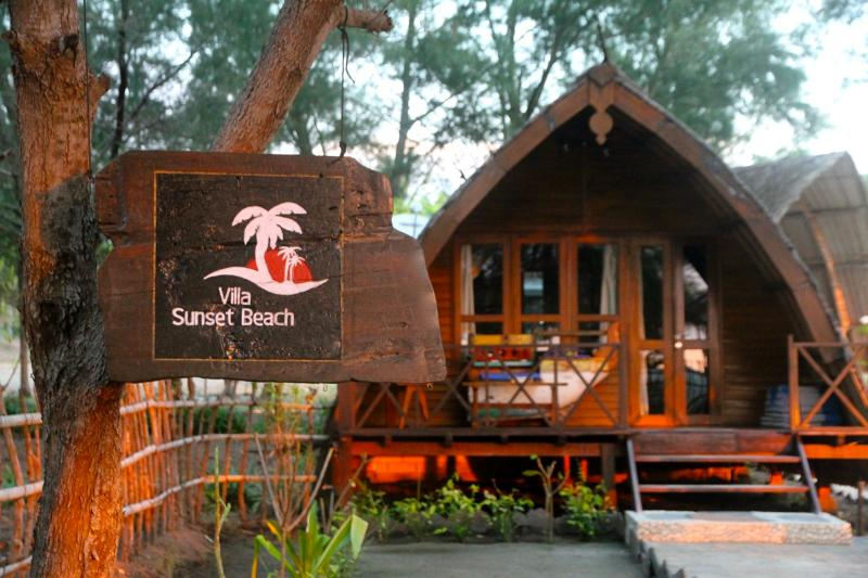 Sunset beach front Bungalow - Beachfront, Sunset Beach Bungalow - Gili Trawangan - rentals
