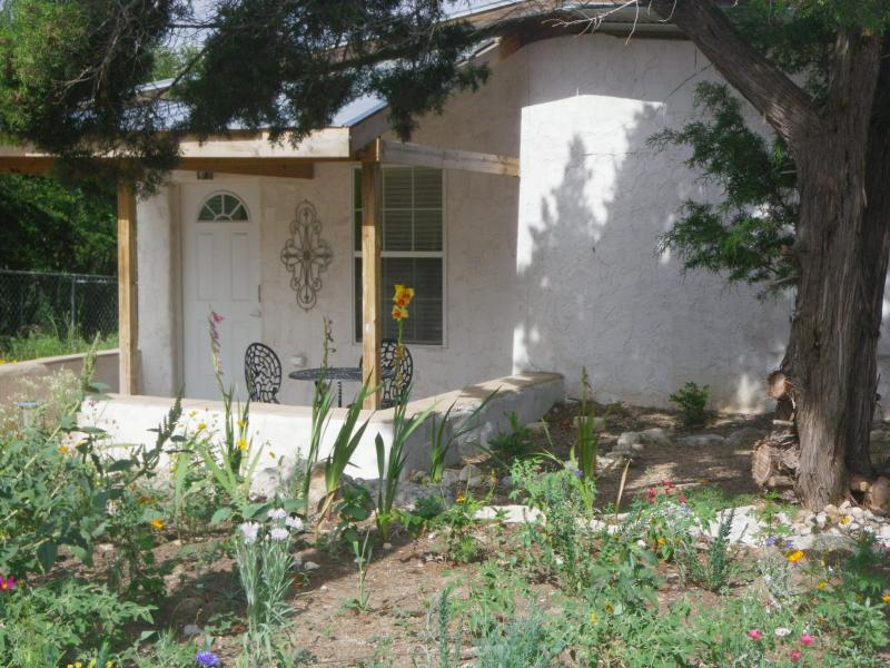 The Little Cabin in the Valley - Cute cabin in a quiet, hill country valley. - Dripping Springs - rentals