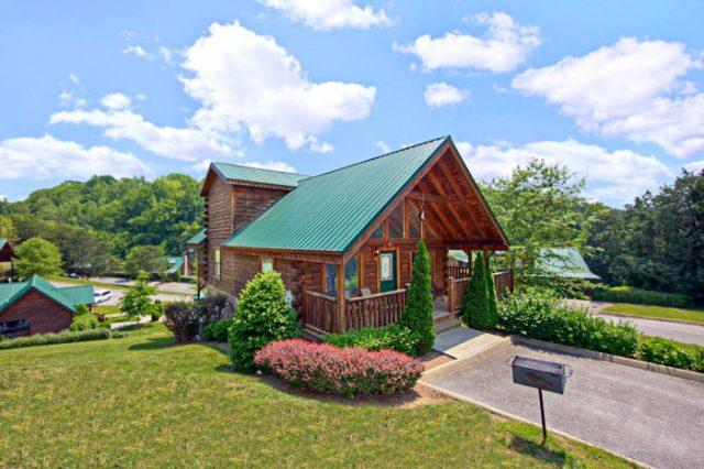 Featured Property Photo - Poolside Cabin - Sevierville - rentals