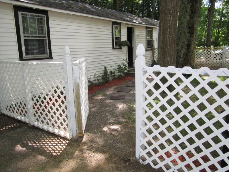 Fenced yard for you pet, lockable ga - Lake Winnipesaukee, Cute house close to lake - Gilford - rentals