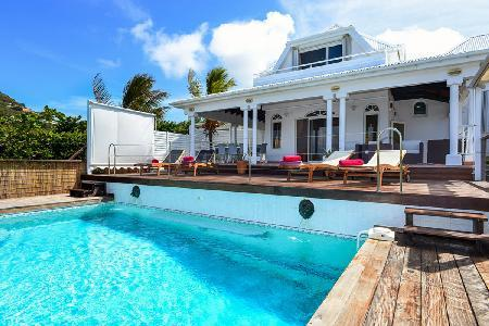 Ocean facing  Blue Horizon with island views, pool & jetted tub on quiet hillside - Image 1 - Camaruche - rentals