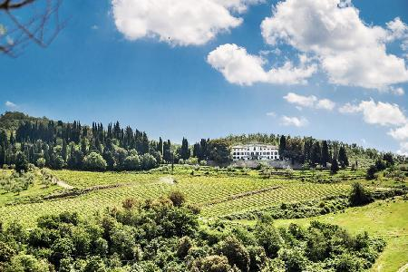 Villa Vistarenni with tennis court, housekeeping and a picturesque chapel - Image 1 - Chianti - rentals