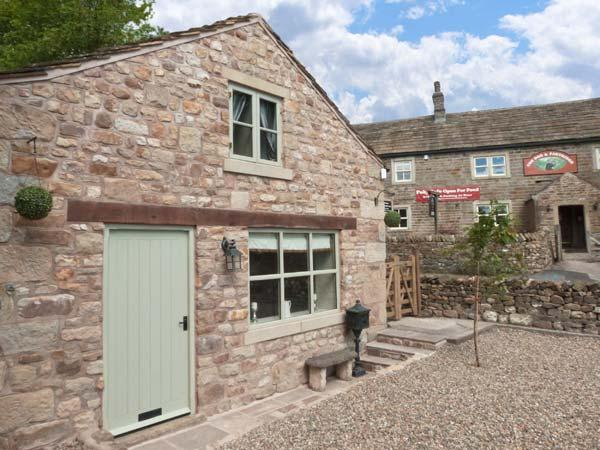 PINFOLD, woodburning stove, WiFi, feature stone floors, patio with furniture, Ref 906076 - Image 1 - Tosside - rentals