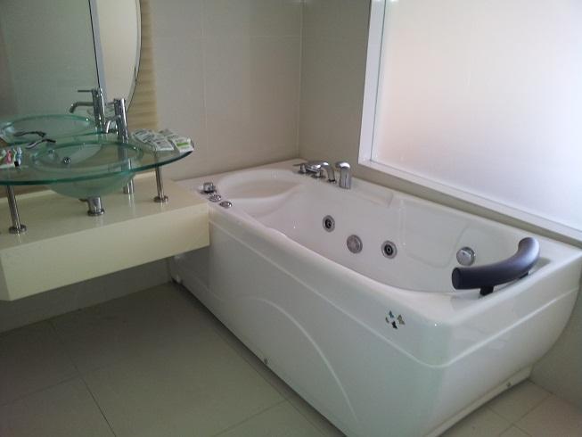 Bath room with Jacuzzi - Fully furnished studio unit at Cheras Kuala Lumpur - Ampang - rentals