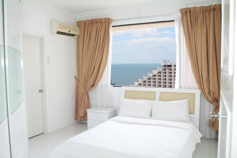 Seaview Master bedroom with en suite bathroom. - Penang Spectacular Sea View Apartment. - Batu Ferringhi - rentals