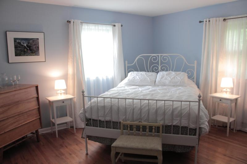 Light filled Spacious Bedroom #2 & inhouse Day Spa near Mohonk & Minnewaska - Spa B and B of the Hudson Valley 2 - Wallkill - rentals