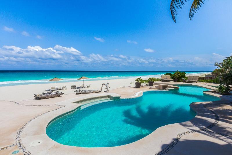 Villa La Gran Tortuga, Sleeps 6 - Image 1 - Riviera Maya - rentals