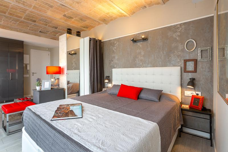 Bedroom with Closet - Penthouse Vintage Suites with Terrace 5.4 - 15% OFF MAY STAY DISCOUNT - Barcelona - rentals