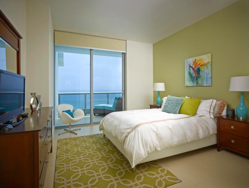 Bedroom - Deluxe Ocean Front 1br with balcony & WiFi - Miami - rentals