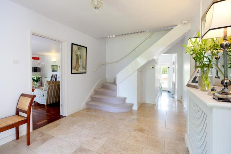 Welcome to Park House - Contemporary Country House with hot tub and large gardens. - Canterbury - rentals